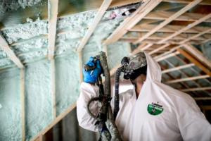 green-cocoon-insulation-me-spray-foam-technician